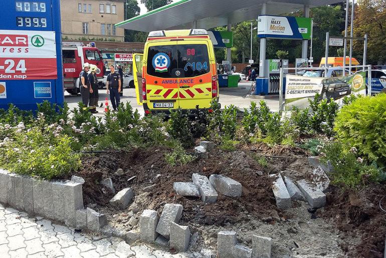 Mentőautó balesete Budapesten