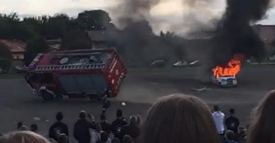 Balesetet szenvedtek a tűzoltók egy bemutatón